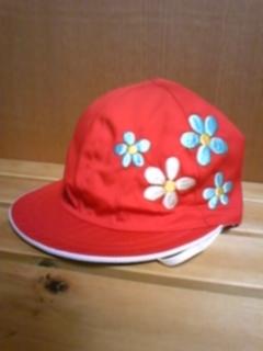 赤白帽にお花を