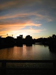 秋の夕日はつるべおとし